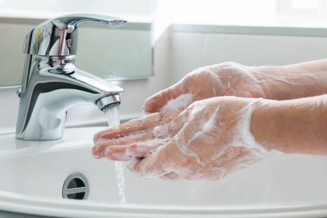 Šta se nalazi na rukama koje nisu prane 10 godina
