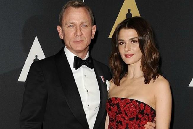 Tata Bond na visini zadatka: Holivudski par prvi put u javnosti sa bebom