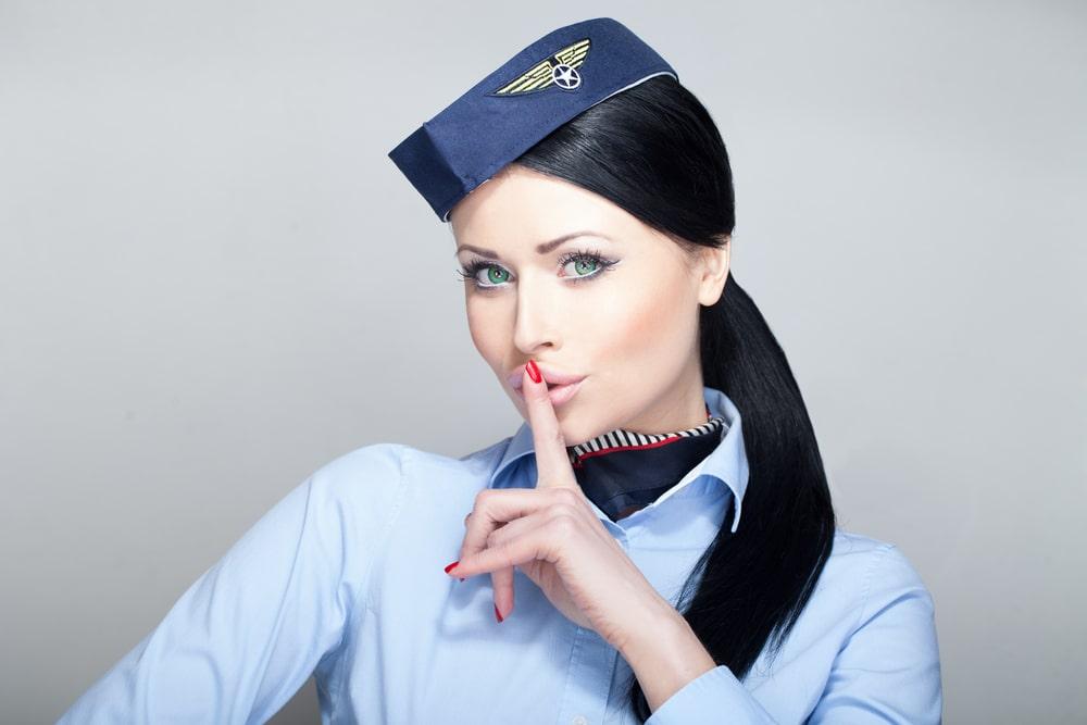 Osoblje u avionu ne sme da komunicira na visini ispod 3km