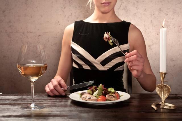 7 grešaka koje turisti prave u stranim zemljama dok jedu
