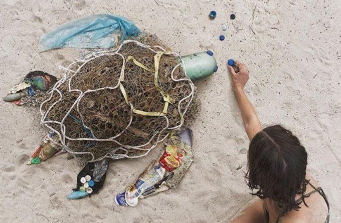 Ova devojka pravi umetnost od smeća kako bi podigla svest o zagađenosti planete