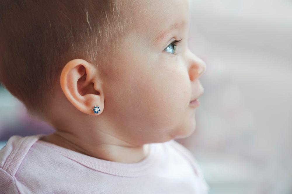 Kada je pravo vreme za bušenje ušiju deci