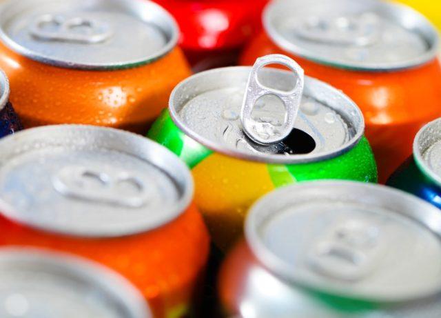 Da li ste se ikada zapitali čemu služi mali otvor na otvaraču limenke gaziranog soka?