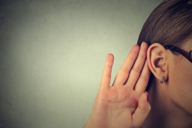 Devojka obolela od poremećaja zbog kog ne čuje muškarce