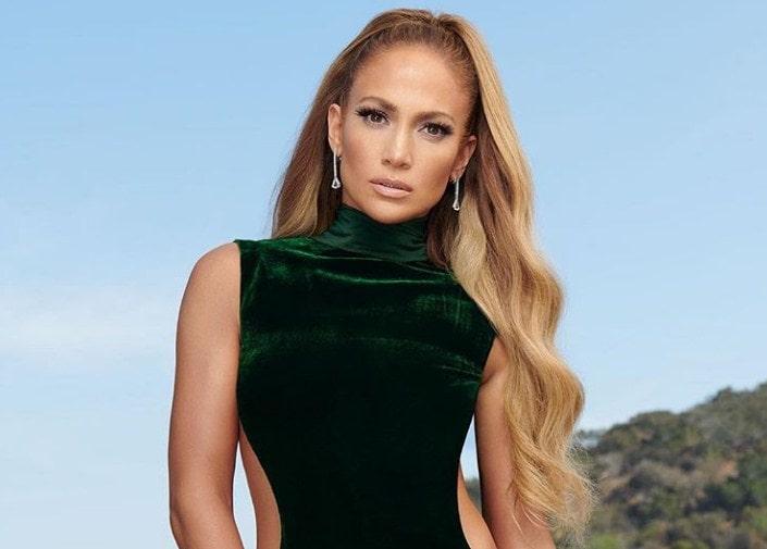 Za nju je vreme stalo: Dženifer Lopez u provokativnoj haljini pokazala raskošne obline