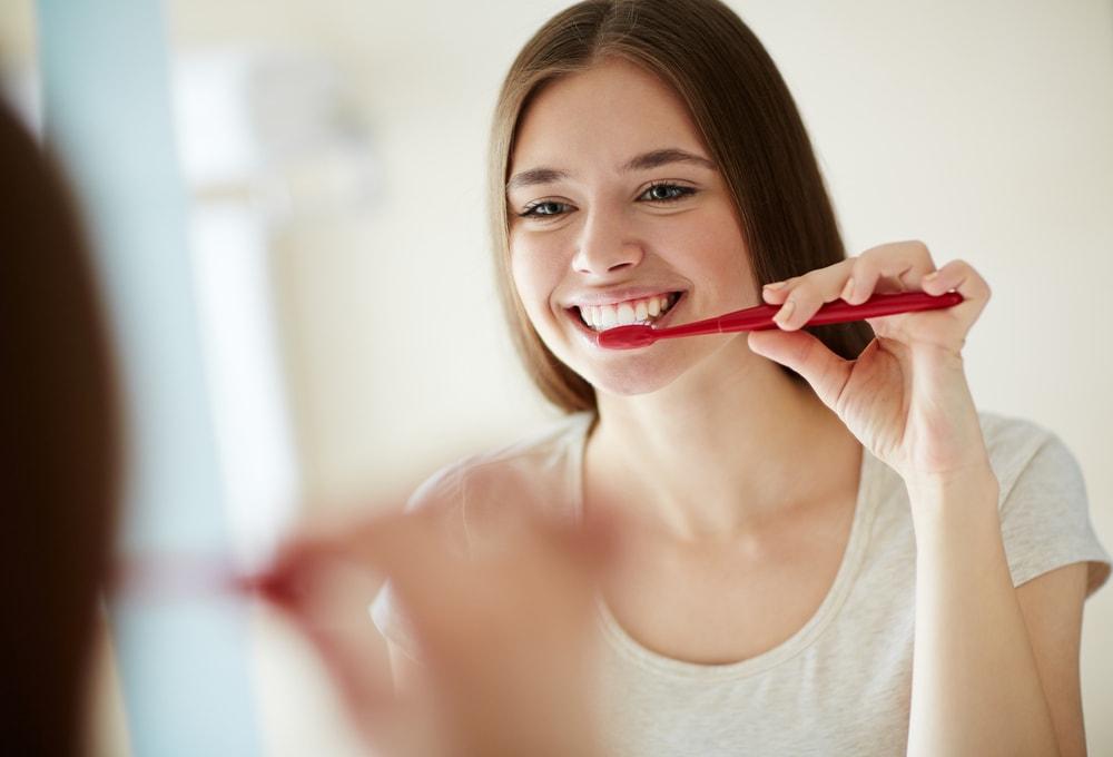 Ako ovo radite odmah posle pranja zuba – poništavate efekat paste za zube