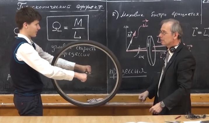 Profesor fizike postao zvezda interneta: Njegove eksperimente vole i mladi i stari
