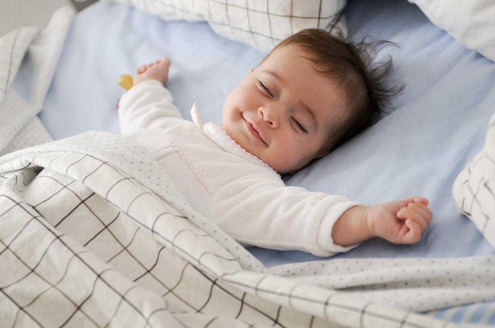 5 saveta UNICEF-a kako da brinete o bebama noću