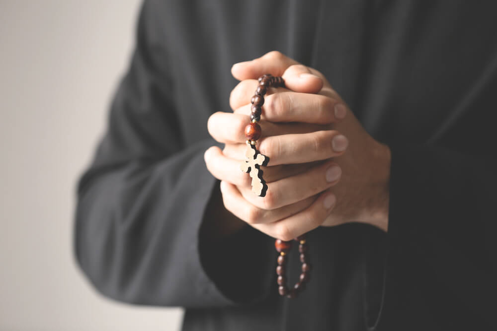 Optužnica protiv sveštenika zbog lažnog predstavljanja