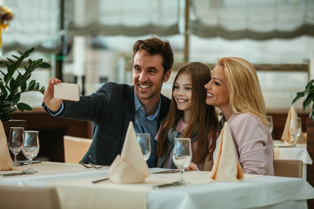 Restoran nudi besplatan obrok roditeljima koji ne koriste mobilne telefone