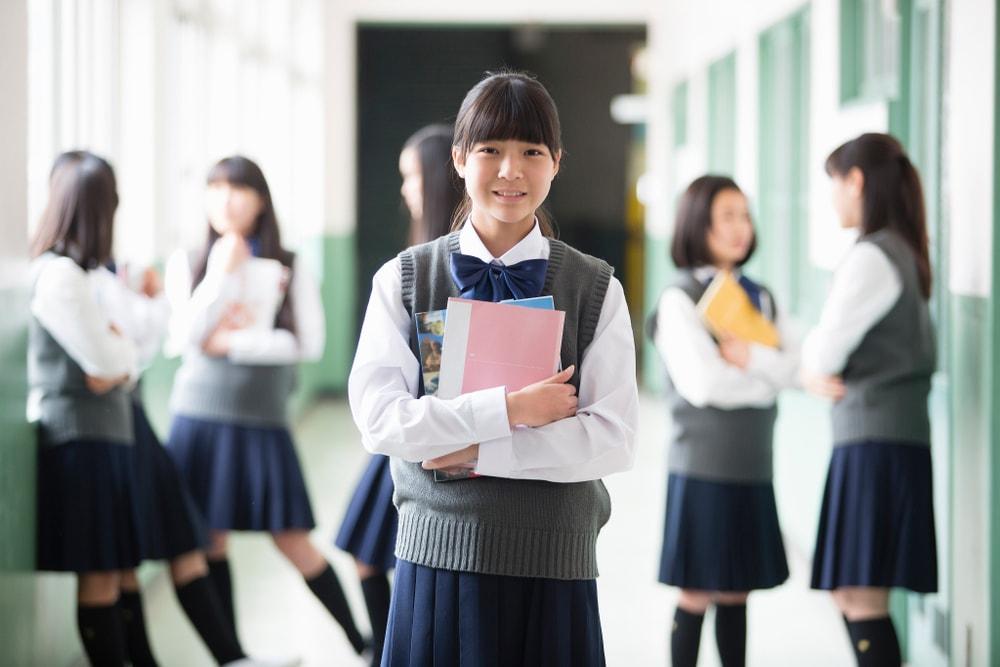 f36cea6bf8 Ova zemlja je uvela školske uniforme koje sprečavaju bežanje sa časova