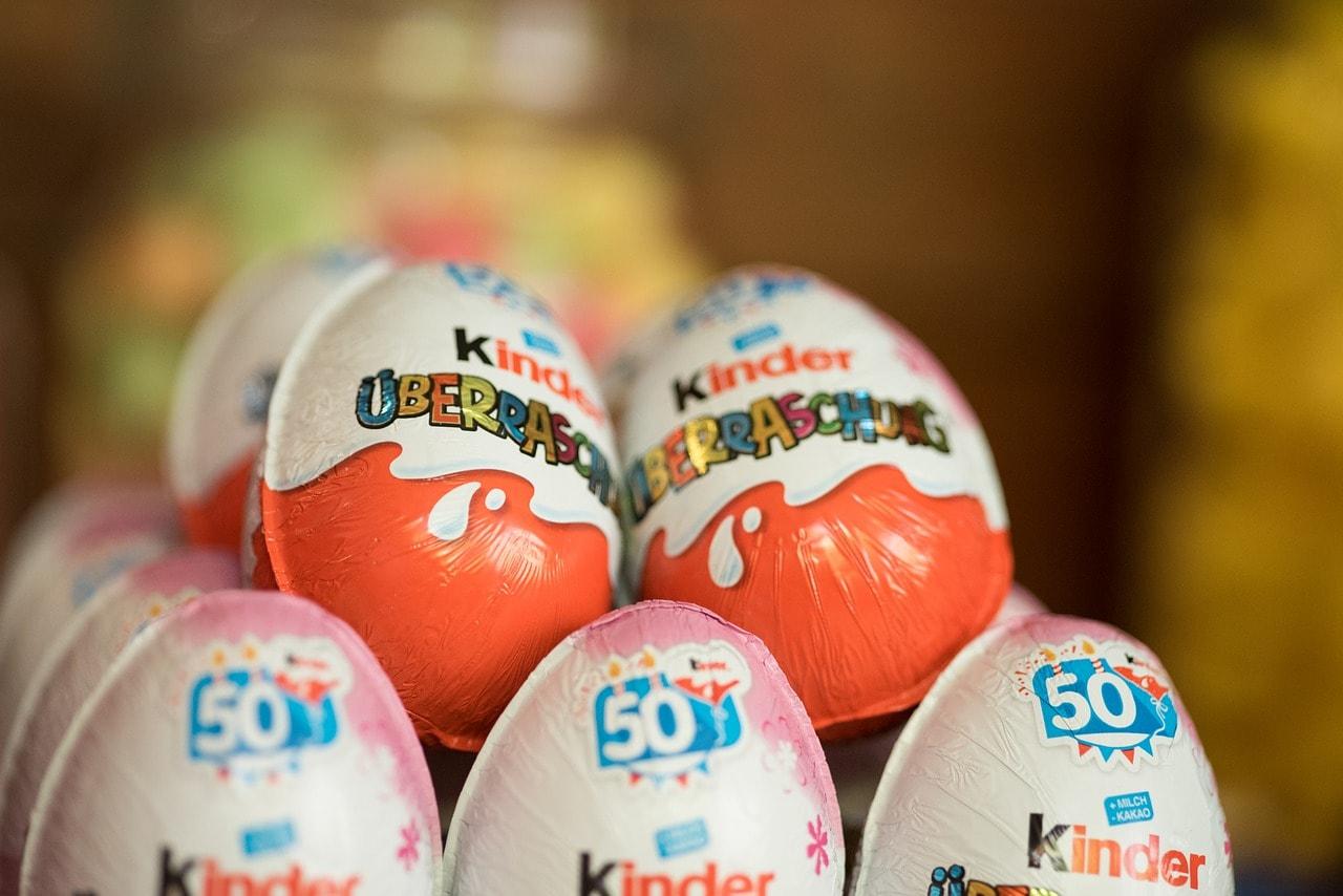 Ferero povlači Kinder jaja zbog rasističkih igračaka