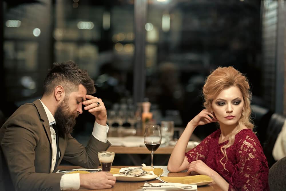 5 lepih gestova koje žene zapravo ne podnose