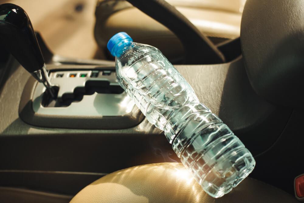 Ako ostavite bocu vode u autu, rizikujete požar