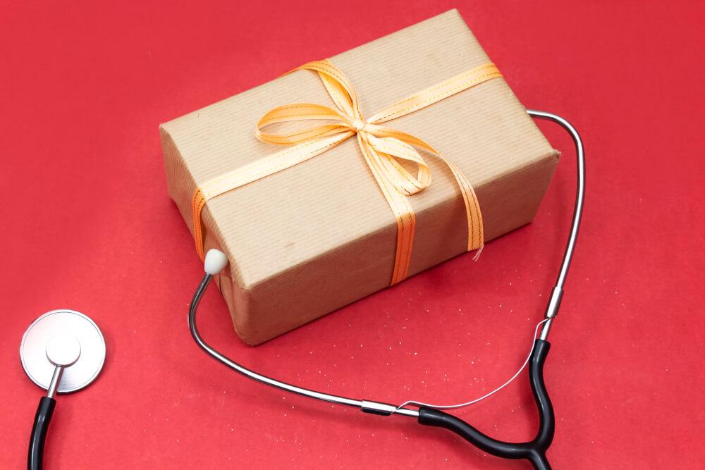 Doktori smeju da prime poklon do 462 evra