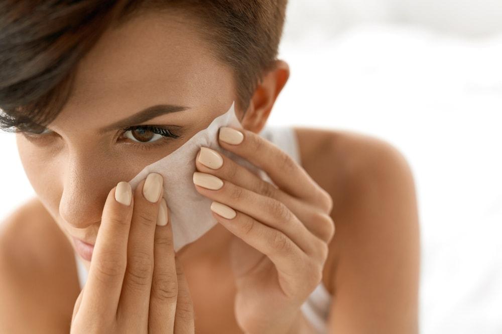 Reč dermatologa: Zašto maramice za skidanje šminke nisu dobre