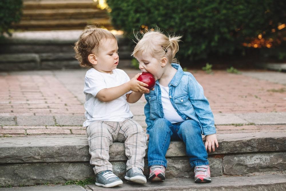 Kako prepoznati da se dete zaljubilo? Ove stvari u njegovom ponašanju će vam to jasno reći