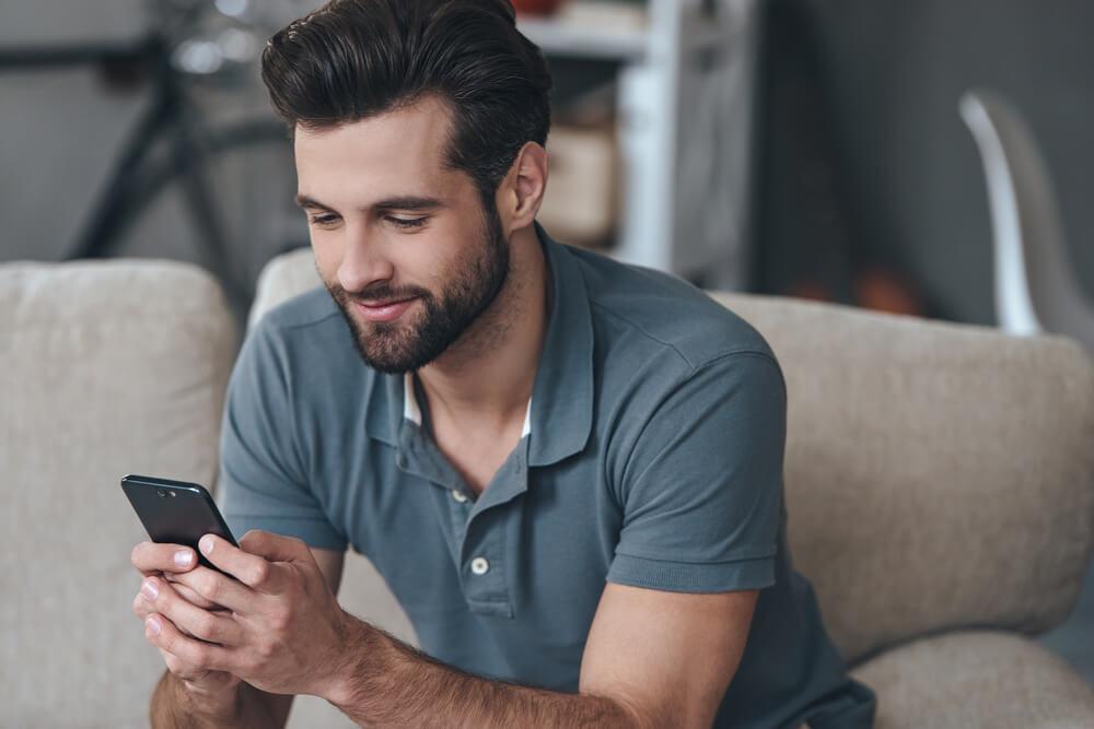 Kako prepoznati da se muškarac igra sa vama