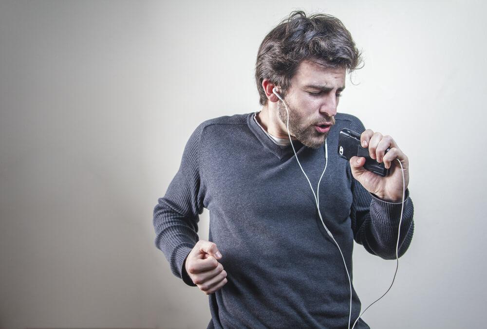 Slušalice su postale sredstvo za odbranu!