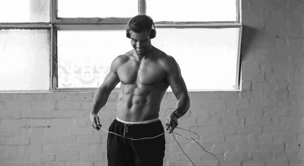 Slavni trener otkrio kako do ravnog stomaka za 7 dana