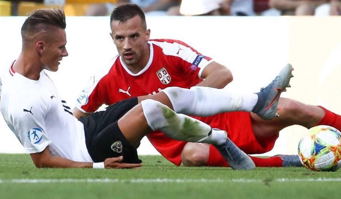 Lep gest našeg fudbalera nakon povrede austrijskog fubalera! (FOTO)