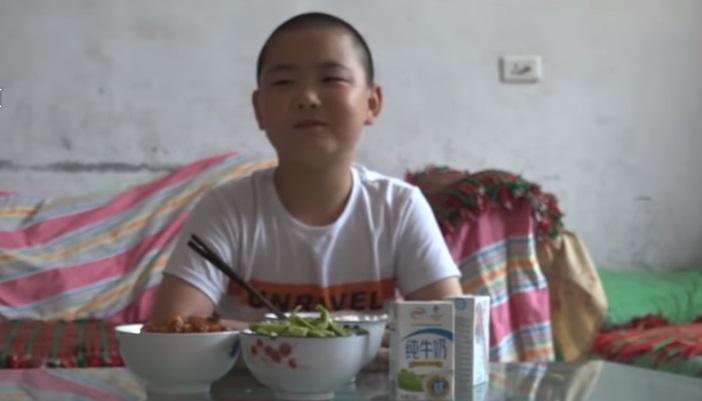 Dečak mora da se ugoji 15 kilograma da bi spasio oca!