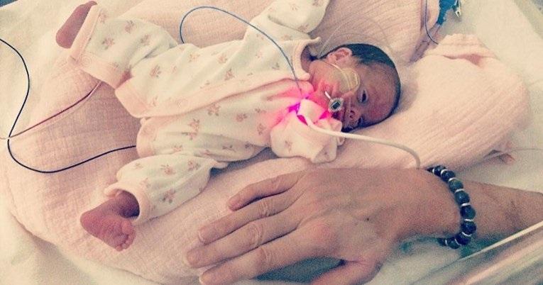 Kako danas izgleda beba koja je na rođenju bila manja od majčine ruke