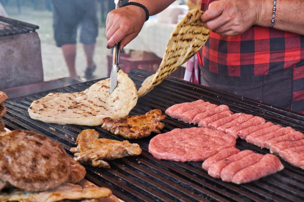 Skupštini predloženo da se zabrani roštilj na ćumur