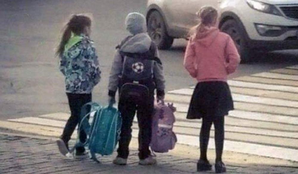 Fotografija dečaka i dve devojčice o kojoj danas svi pričaju!
