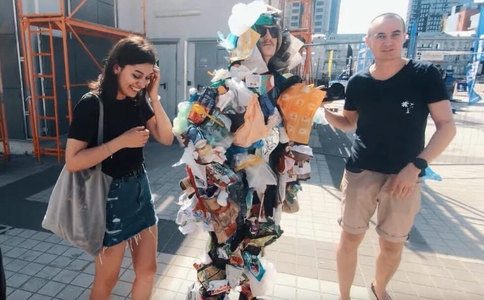 Momak iz Ukrajine na duhovit način čuva okolinu