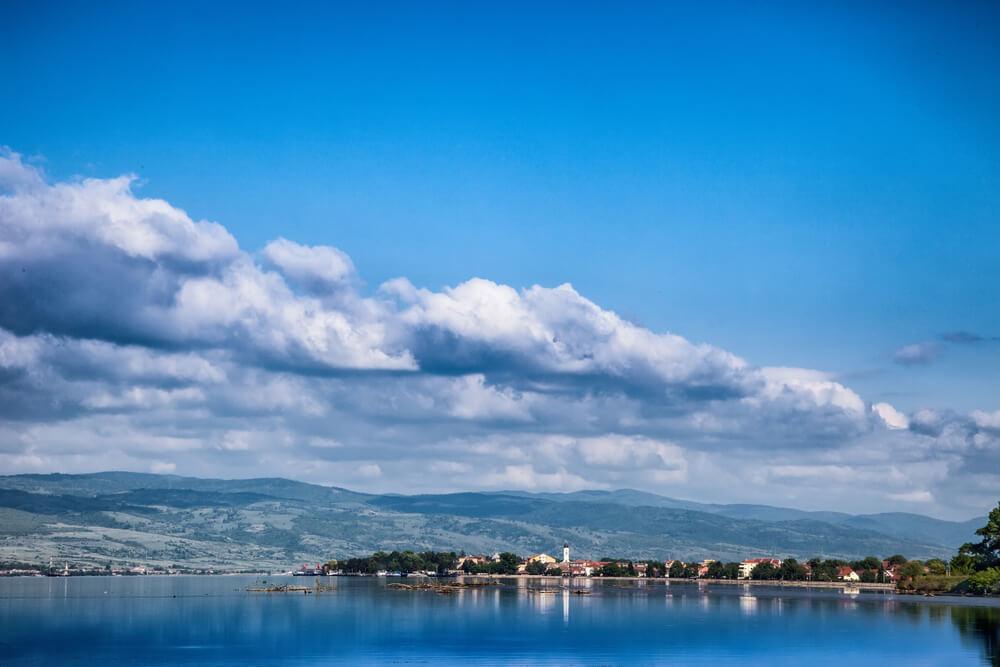 Prelepo jezero u Srbiji je savršeno mesto za vaš odmor!