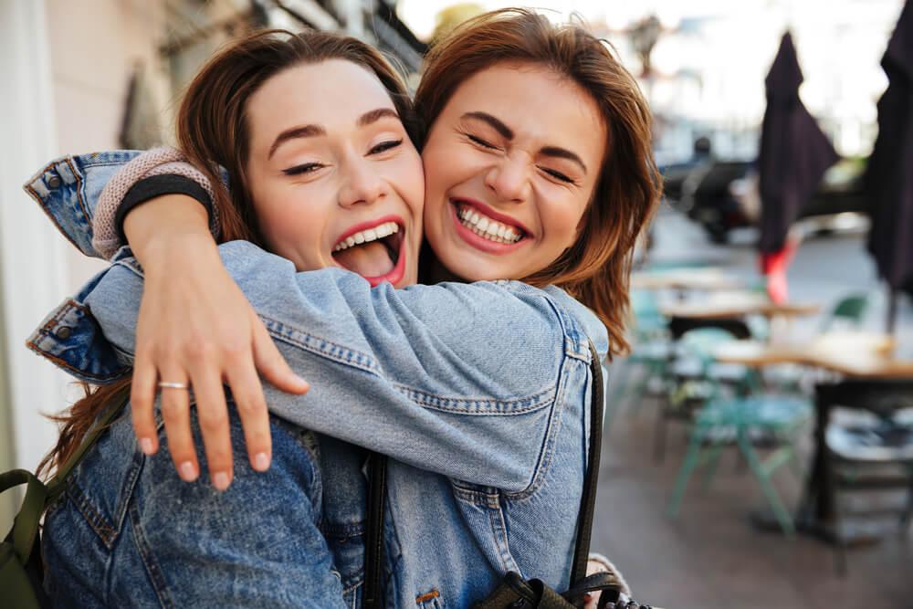 8 razloga zašto je sjajno imati stariju sestru