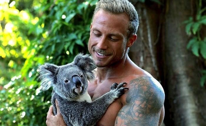 Australijski vatrogasci pozirali sa životinjama za novi kalendar