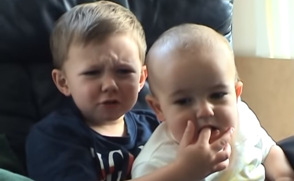 """Kako danas izgledaju dečaci iz """"Charlie bit my finger!"""" klipa"""