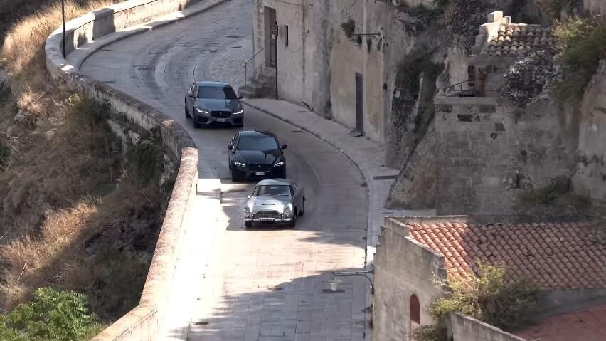 Evo kako se snima jurnjava kolima u filmovima o Džejmsu Bondu