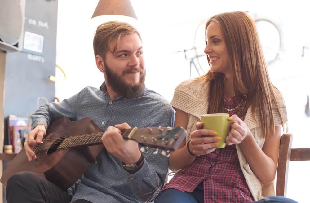 5 razloga zbog kojih se muškarci zaljubljuju u žene