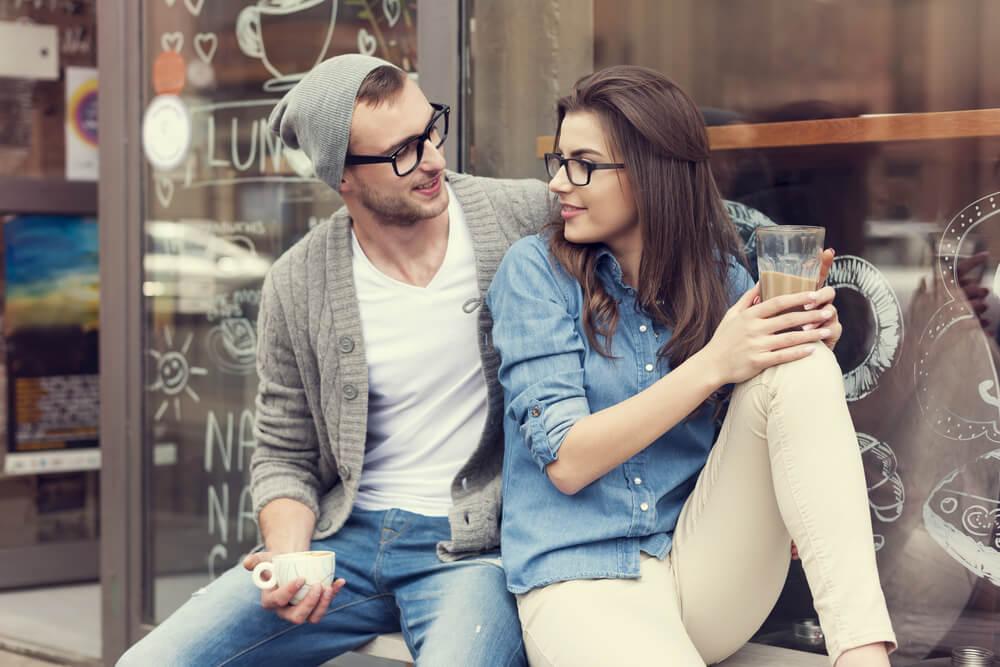 7 totalno zbunjujućih stvari koje muškarac radi kad mu se sviđate