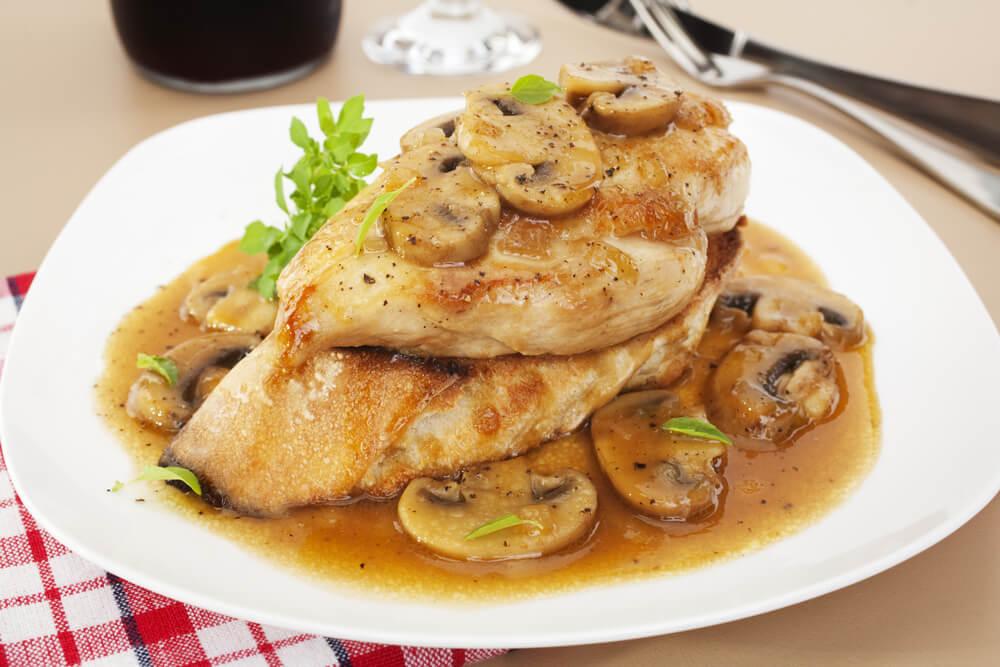 Recept dana: Piletina u sosu od šampinjona i senfa