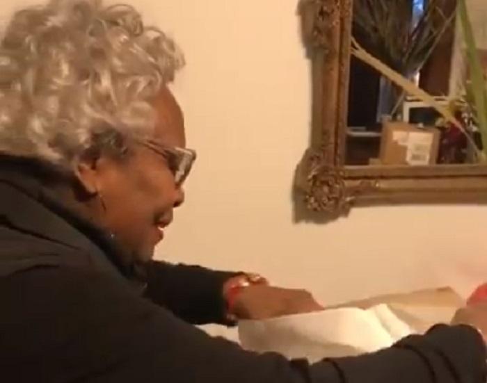 Neprocenjiva reakcija bake na poklon koji je čekala 20 godina 🎁