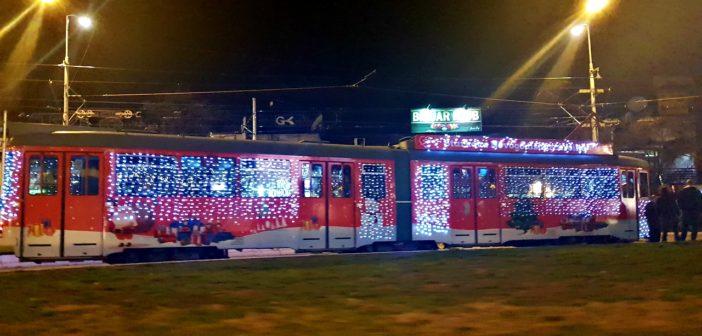 U Beogradu počinje da saobraća novogodišnji tramvaj