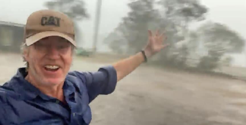 Erupcija oduševljenja jednog farmera zbog kiše u Australiji ? ??