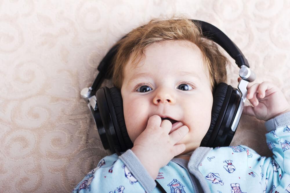 Da li bebe oponašaju pevanje koje čuju