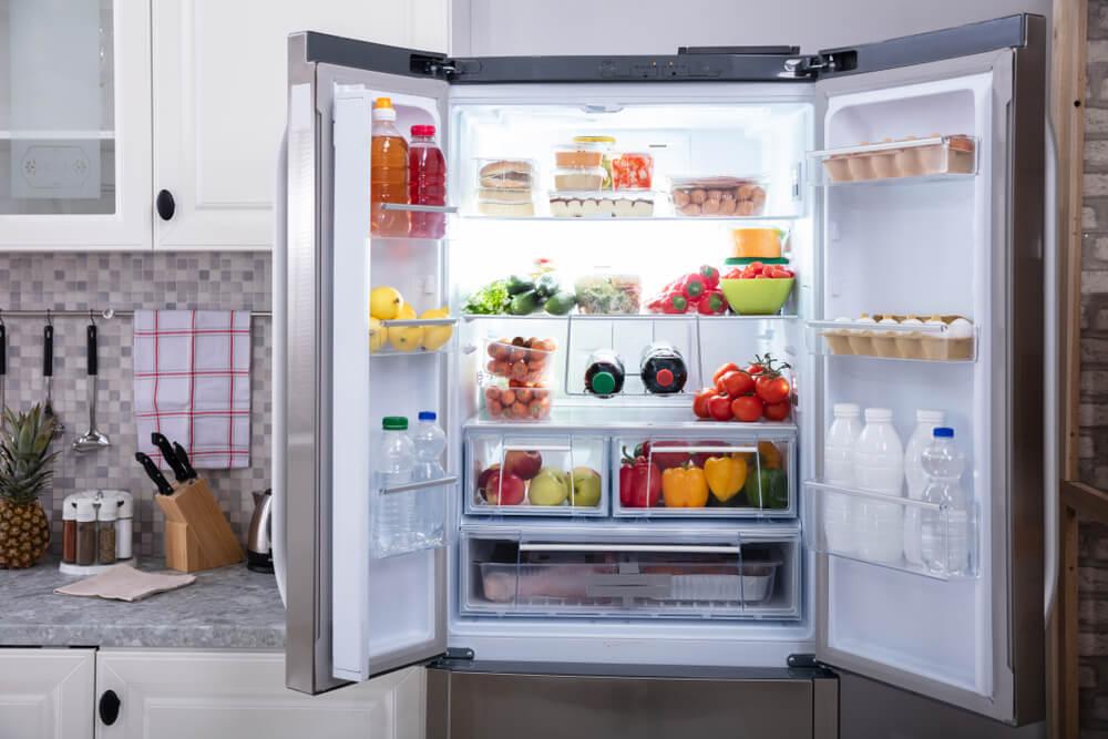 Ovih 7 namirnica bi trebalo izbaciti iz frižidera, rok trajanja im nije večan