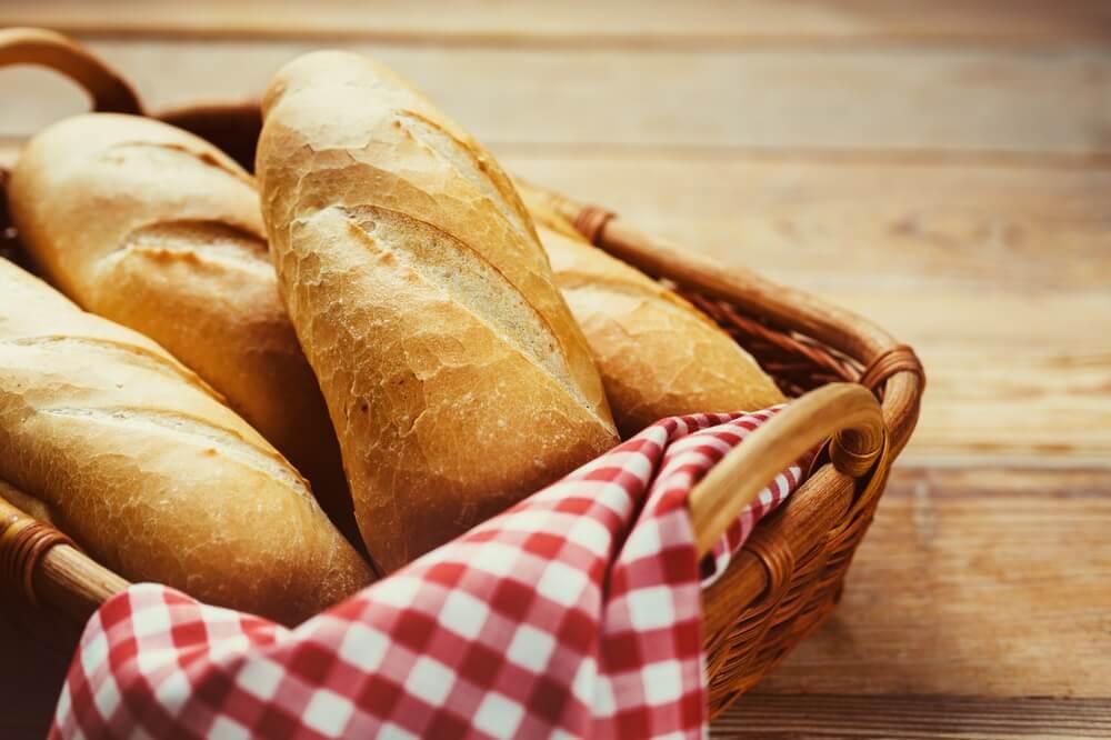 Evo zašto ne treba bacati stari hleb