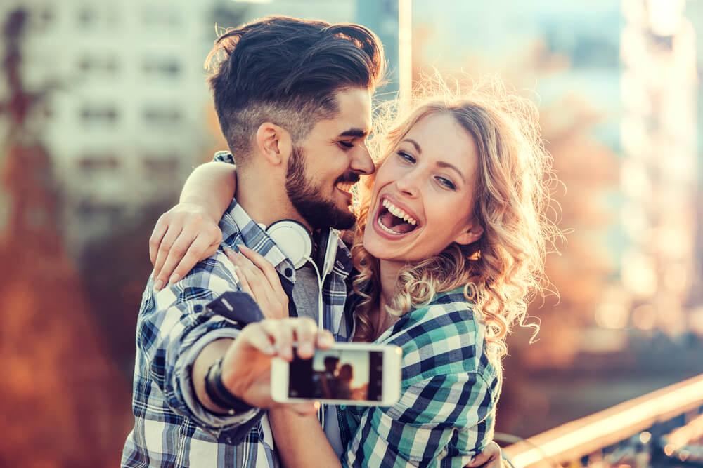 Zašto ne bi trebalo da imate zajednički profil sa svojim partnerom na društvenim mrežama