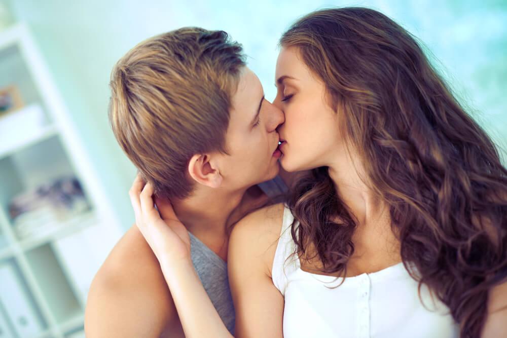 Grub ili nežan – Otkrijte nešto o svom partneru na način kako se ljubi