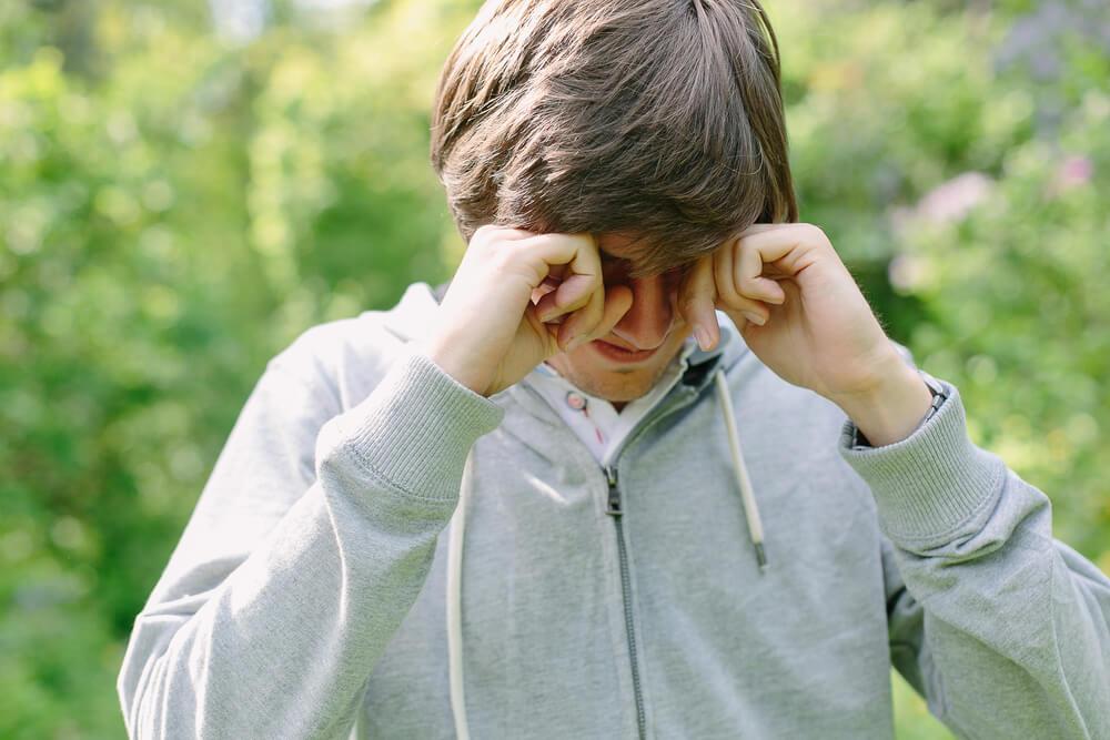 7 razloga zašto ne treba trljati oči, pogotovo rukama
