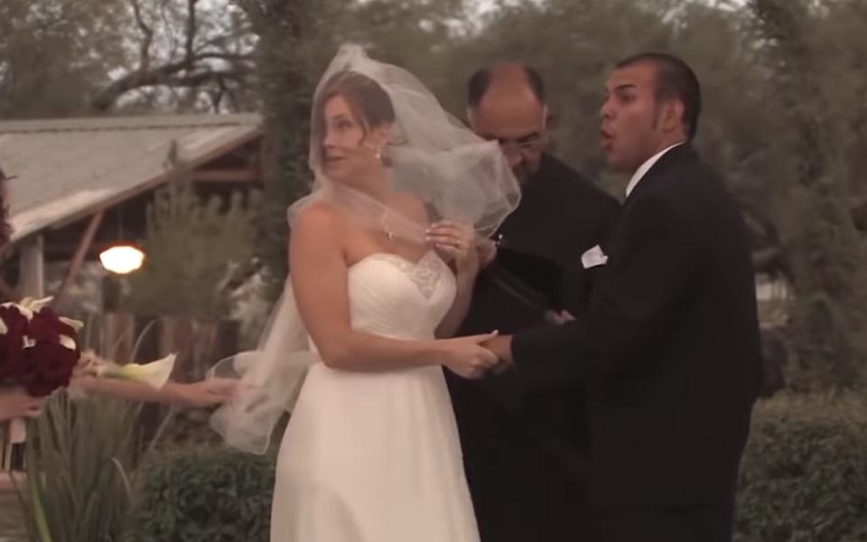 20 najsmešnijih snimljenih trenutaka na venčanjima