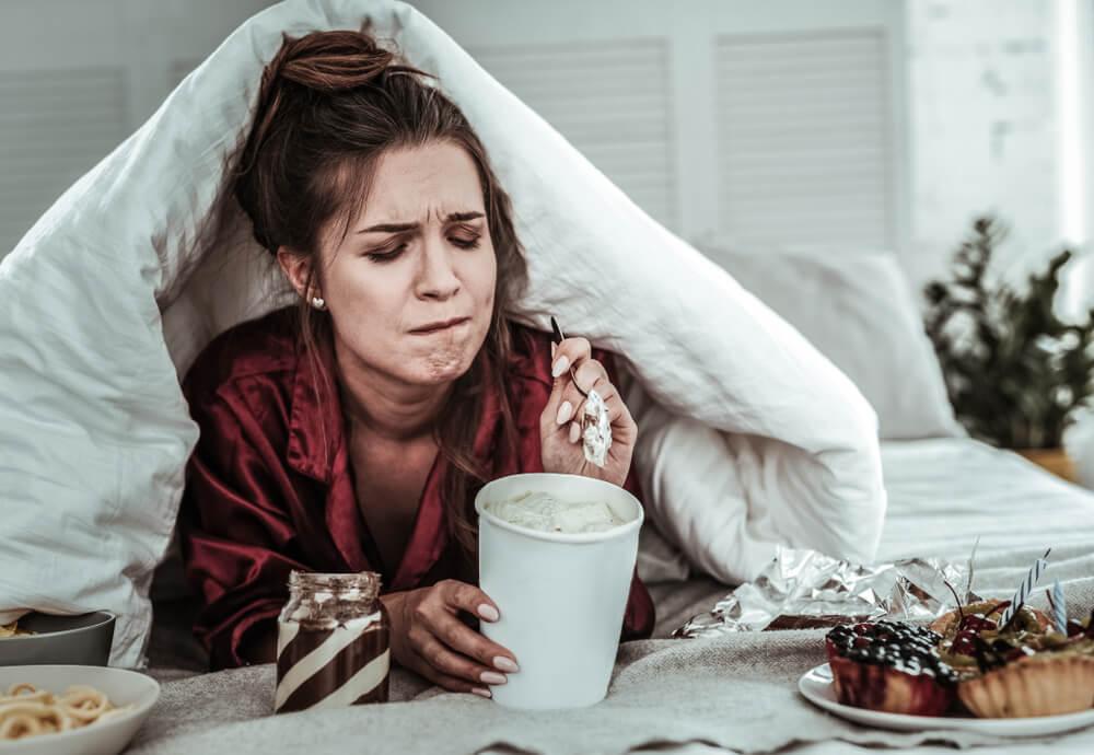 Zbog stresa u izolaciji više jedemo, evo kako da se rešite ove loše navike