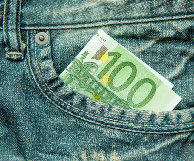 Svaki građanin Srbije stariji od 18 godina dobiće u dinarskoj vrednosti 100 €